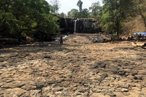 Bou Sra Waterfall, village and ziplines