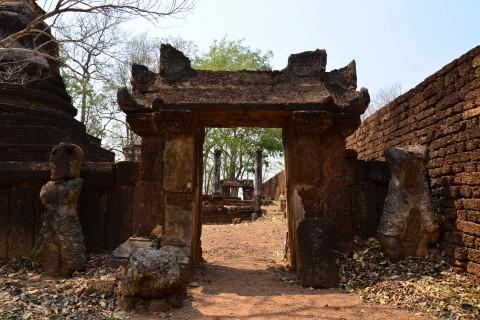 Wat Khao Phanom Phloeng and Wat Khao Suwan Khiri