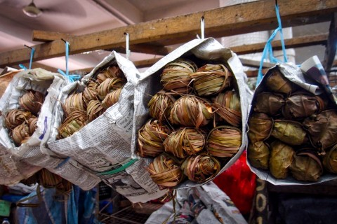 """So many """"I wonder what that is!"""" things to see. Photo taken in or around Central & Handicraft Markets, Kota Kinabalu, Malaysia by Sally Arnold."""