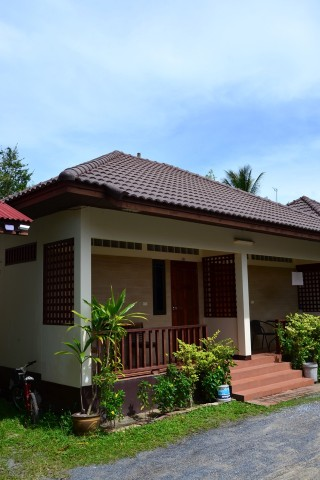 Mae Nam Village Bungalows